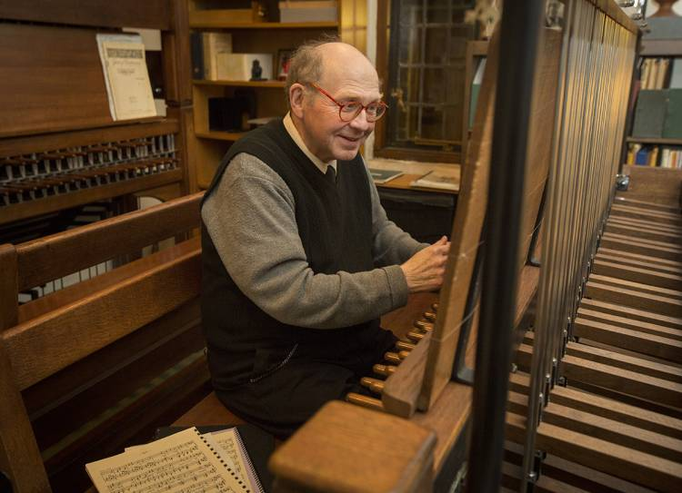 Sam Hammond, University Carillonneur, played the Duke Chapel carillon at the close of each work day.