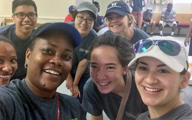 Domoniqúe Redmond, center left, takes a selfie with other volunteers while volunteering in January. Photo courtesy of Domoniqúe Redmond.