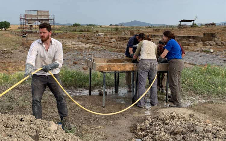 The Vulci 3000 project gives students valuable experience working on an archaeological site. Photo courtesy of Maurizio Forte.