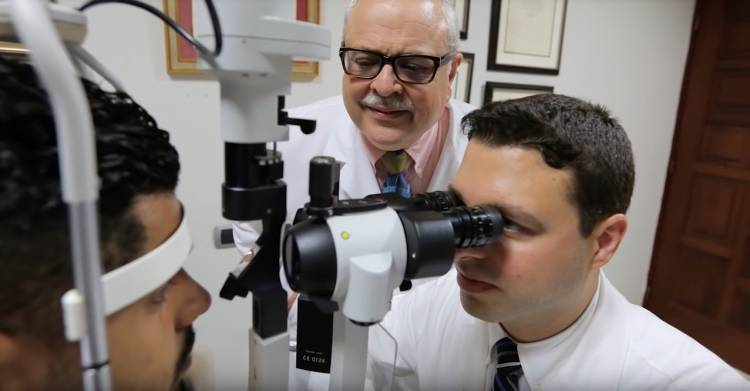 Juan Batlle '78, MD'79 teaches eye doctors at the Elias Santana Hospital in the Dominican Republic.