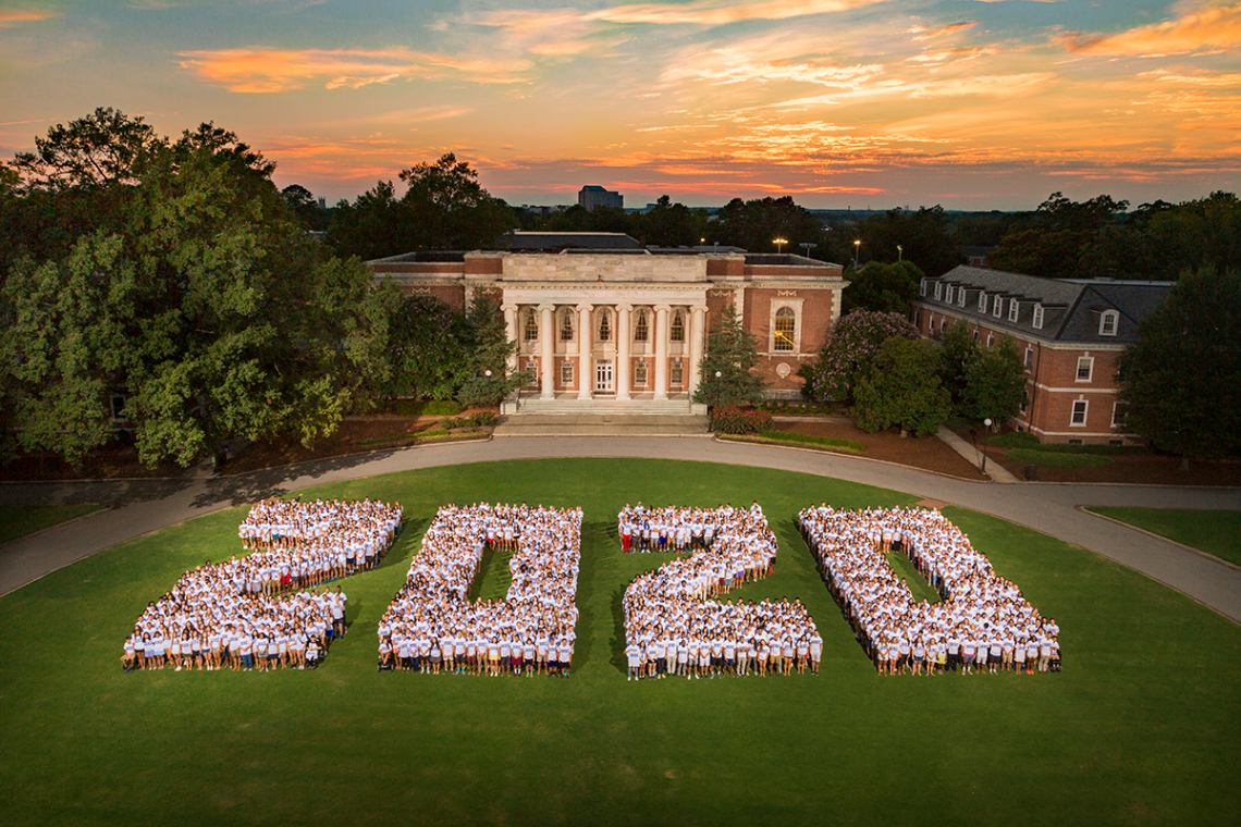 The Class of 2020 photo, taken during Move-in day on 2016.