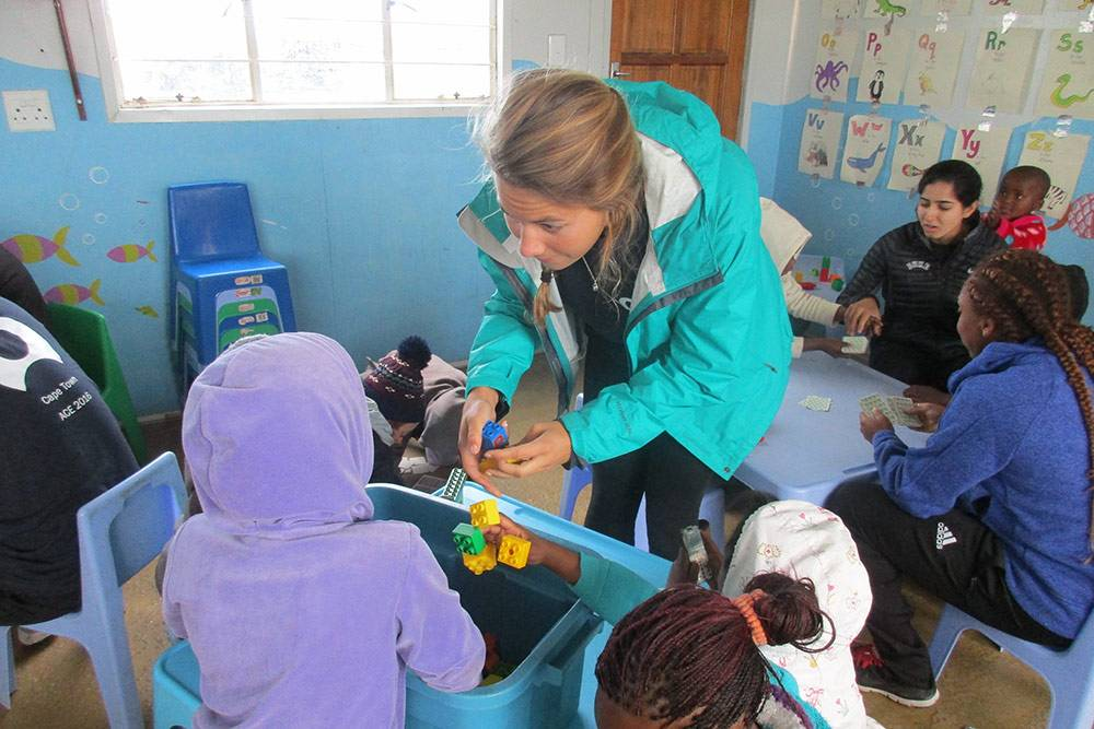 ACE program participant Lizzie Devitt works with students in South Africa. Devitt is a Duke swimmer earning an innovation and entrepreneurship certificate.