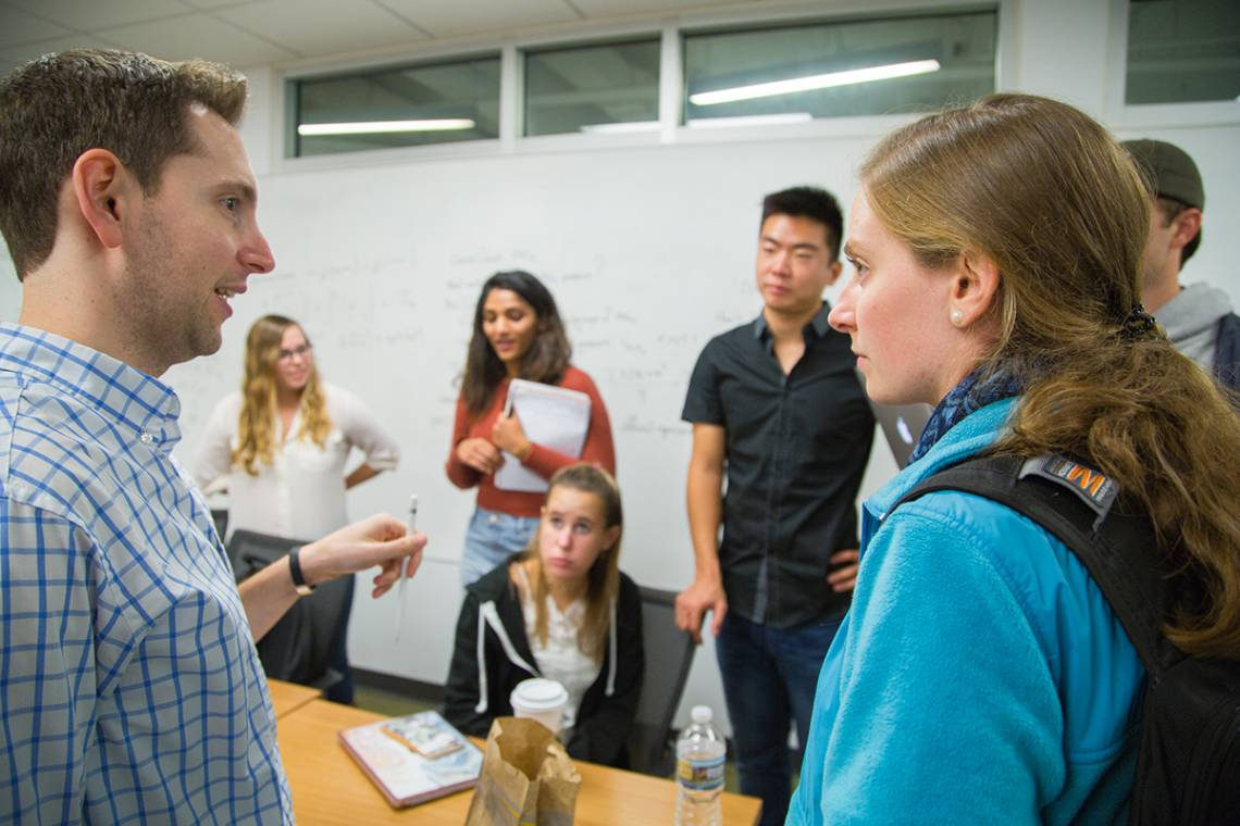 Aaron Dinin works with students on how to build global audiences.