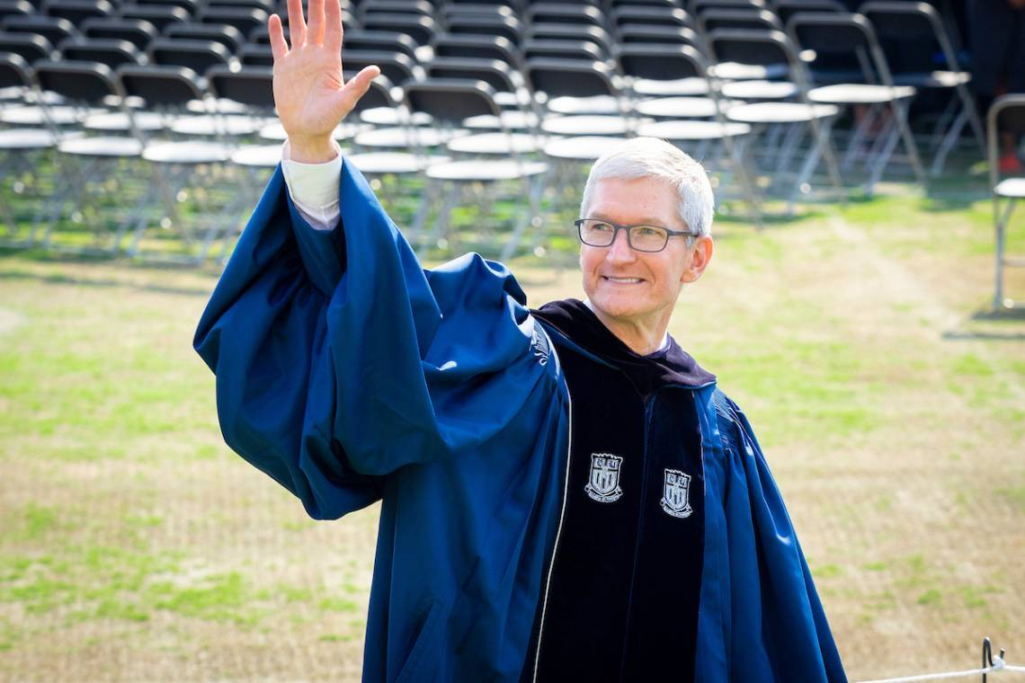 Fuqua alumnus and Apple CEO Tim Cook waves to students as he enters Wallace Wade Stadium. Photo by Bill Snead