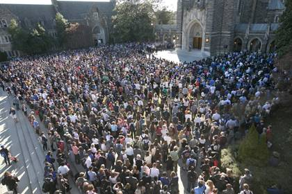 More than 1,000 gathered outside the Chapel on Wednesday. Photo by Les Todd / Duke Photography.
