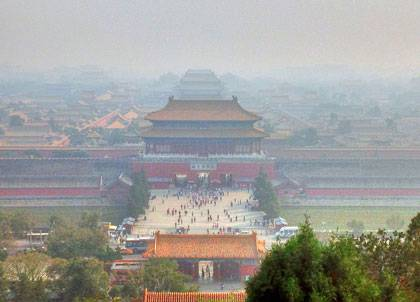 Palaces, avenues, buildings, parks, and scenery around China's Capital Forbidden City under the pollution of present day Beijing in September 2013. Image by Yinan Chen via Wikimedia Commons