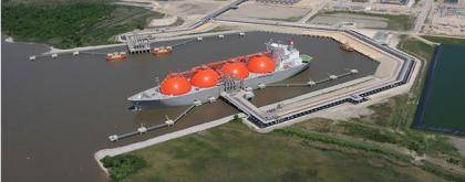 An LNG tanker at the Cheniere Energy Sabine Pass terminal in Louisiana, the first US terminal permitted to export natural gas. (Image: Moffatt & Nichol)