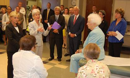 During their visit to Duke, NC Governor Beverly Perdue and HHS Secretary Kathleen Sebelius talk with
