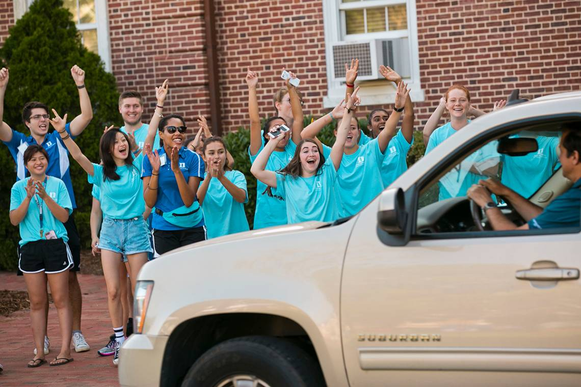 FACs welcome first-year students and their families during move in at East Campus on Tuesday morning. Photo by Megan Mendenhall/Duke Photography