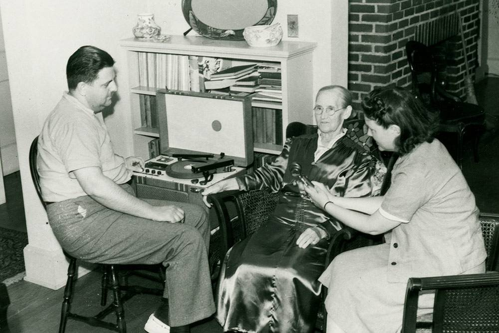 Frank and Anne Warner record Rebecca King Jones at their Durham home, ca. 1940. From the Frank and Anne Warner Collection, Rubenstein Library