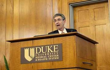 Robert Lefkowitz speaks on the contributions of immigrants to American research in medicine and the sciences.