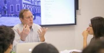 Thomas Robisheaux teaching in a FOCUS class