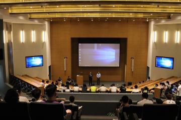 Duke Kunshan and Duke officials welcome Duke students studying in Kunshan