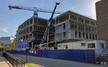 Duke's new engineering building continues to rise in the heart of West Campus. Photo by Leanora Minai.