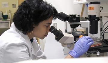 Duke lab technician studying RNA vaccines